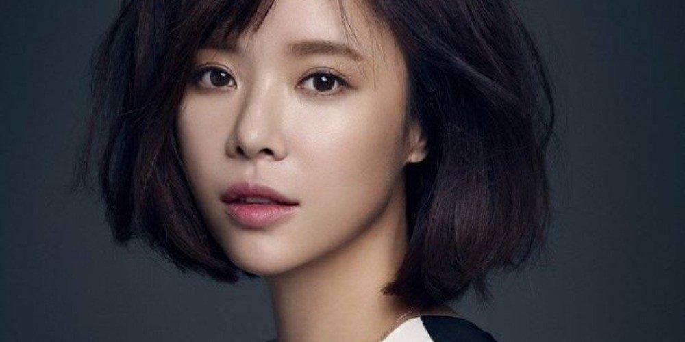 Sao Hàn 3/3: Shin Se Kyung nổi bật, đầy cuốn hút tại sân bay-4