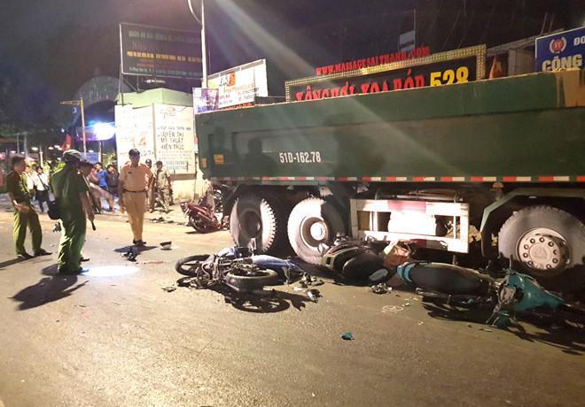Tài xế ôtô tải tông nhiều người ở Sài Gòn khai chạy nhanh, né xe máy-1