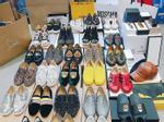 Không chỉ Miu Lê, 'cậu bạn trời sinh' cũng sở hữu cả bộ sưu tập giày hiệu 'khủng' thế này