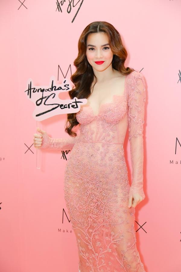Hà Hồ hôn Trấn Thành trước mặt Kim Lý, khẳng định không lo Hari Won phát hiện-1