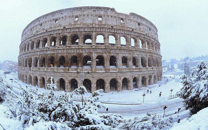 Cảnh tượng cổ tích xưa nay hiếm khi Rome chìm trong tuyết-2