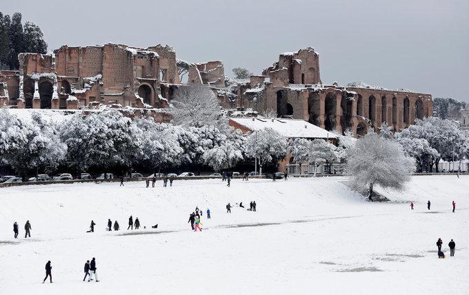 Cảnh tượng cổ tích xưa nay hiếm khi Rome chìm trong tuyết-4