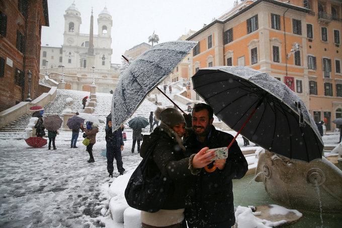 Cảnh tượng cổ tích xưa nay hiếm khi Rome chìm trong tuyết-7
