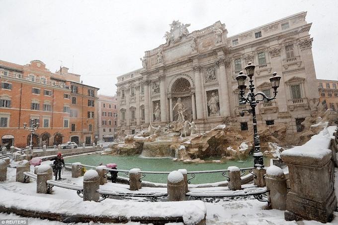 Cảnh tượng cổ tích xưa nay hiếm khi Rome chìm trong tuyết-8