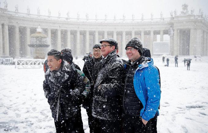 Cảnh tượng cổ tích xưa nay hiếm khi Rome chìm trong tuyết-10