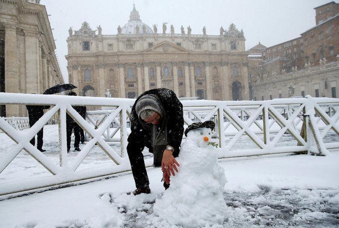Cảnh tượng cổ tích xưa nay hiếm khi Rome chìm trong tuyết-11