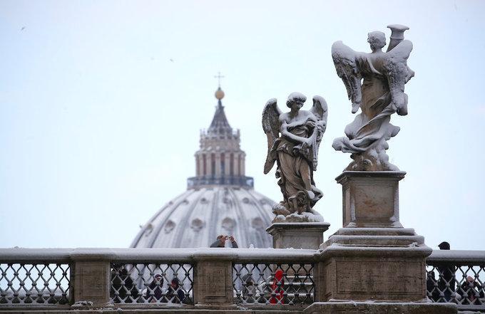 Cảnh tượng cổ tích xưa nay hiếm khi Rome chìm trong tuyết-12