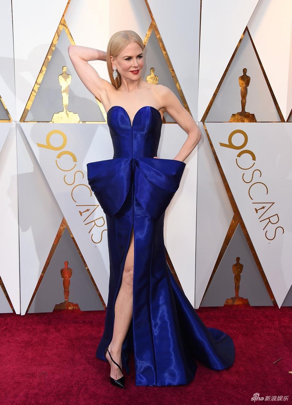 Thảm đỏ Oscar 2018: Nicole Kidman thon thả quyến rũ không kém cạnh đàn em dù đã hơn 50 tuổi-6