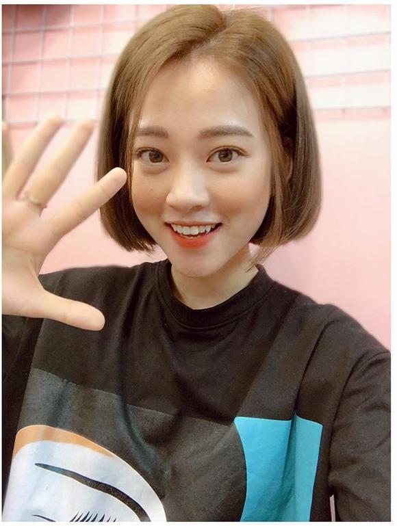 Hot girl - hot boy Việt: BB Trần tung bộ ảnh Phía sau một cô gái chất hơn nước cất-5