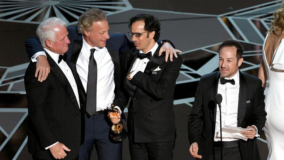 Bị tố đạo nhái kịch bản, The Shape Of Water vẫn lên ngôi tại Oscar 2018-10