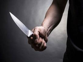 Nghi vợ ngoại tình, chồng cầm dao đâm chết vợ rồi tự tử