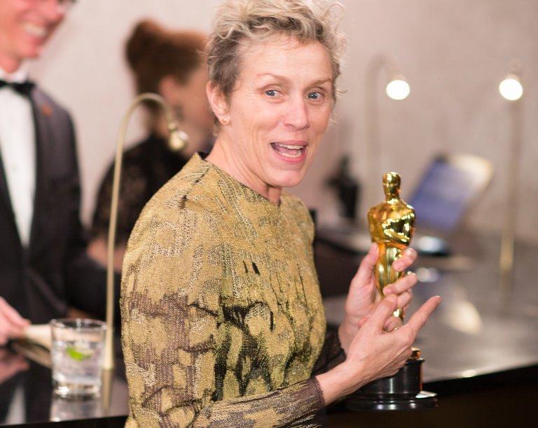 Nữ diễn viên chính xuất sắc Oscar 2018 khóc nức nở vì bị mất tượng vàng vừa nhận-1