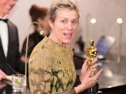 Nữ diễn viên chính xuất sắc Oscar 2018 khóc nức nở vì bị mất tượng vàng vừa nhận