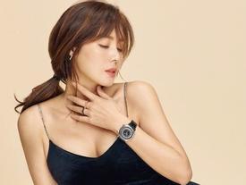 Sao Hàn 6/3: 'Mẹ Kim Tan' U50 Kim Sung Ryung khoe ngực vô cùng quyến rũ trên tạp chí