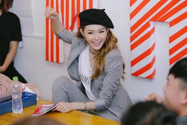 Chỉ với 1 chiếc mũ, Minh Hằng biến hóa mình với nhiều phong cách cực xinh-10