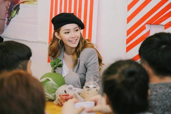 Chỉ với 1 chiếc mũ, Minh Hằng biến hóa mình với nhiều phong cách cực xinh-11