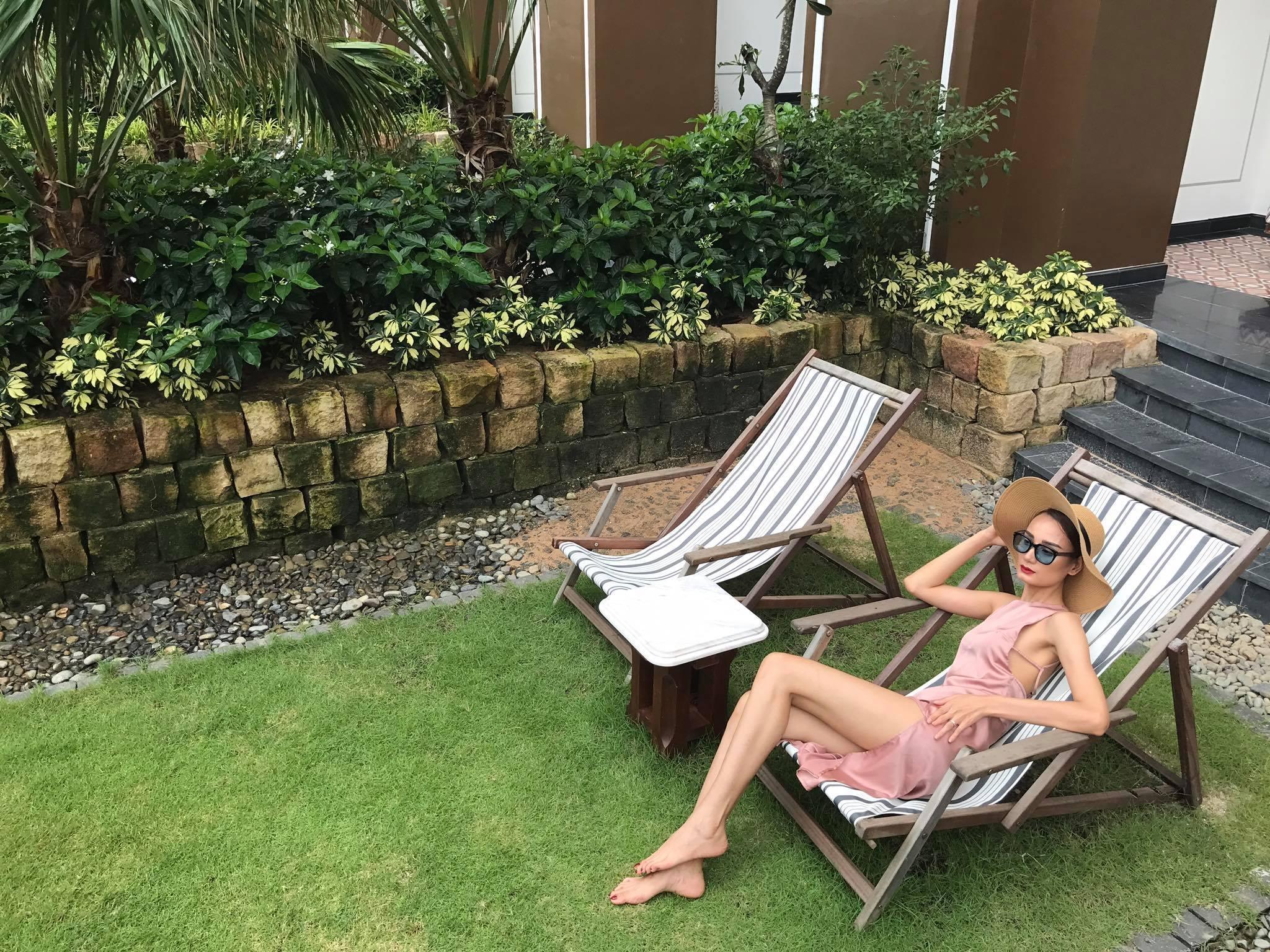 Tin sao Việt: Ninh Dương Lan Ngọc phô diễn hình thể với bikini để chứng minh không lép-9