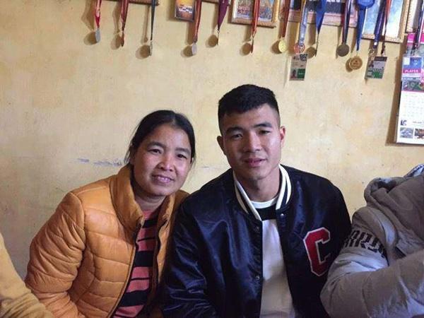 Mẹ của các cầu thủ U23 lặng người xúc động vì món quà 8/3 ý nghĩa của con trai-3
