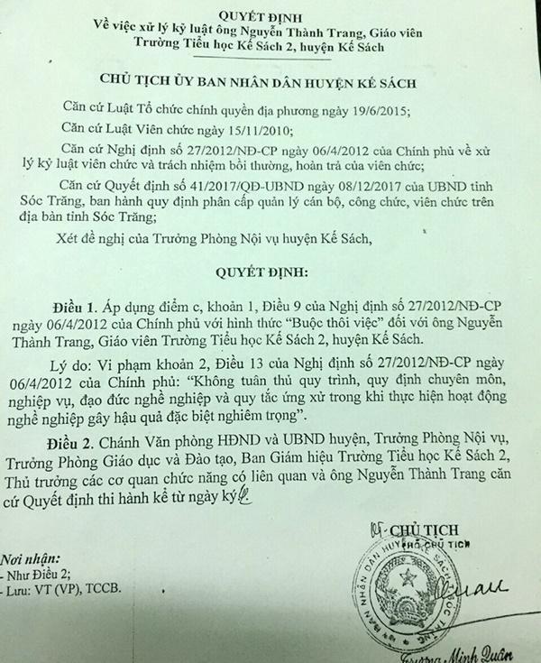 Một thầy giáo bị thôi việc vì đụng chạm vào nữ sinh-1