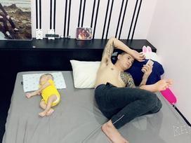 Hot girl - hot boy Việt: Bỏ con một mình xem điện thoại, ông xã vẫn được Thu Hương dành lời yêu thương