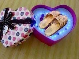 Cười 'không ngậm được mồm' với những món quà 8.3 chị em nhận được từ người yêu