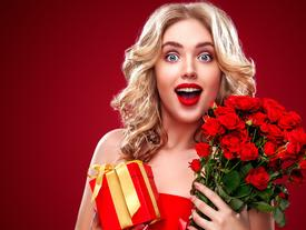 Phản ứng của 12 cô nàng hoàng đạo khi nhận được quà 8/3 như ý