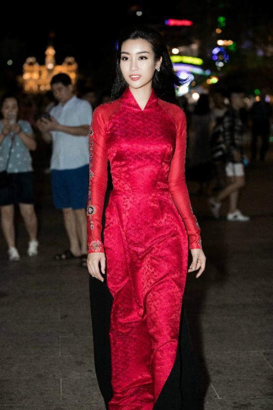 Cứ mỗi lần sánh đôi, Hồ Ngọc Hà - Kim Lý lại chiếm vị trí top sao mặc đẹp nhất tuần-1
