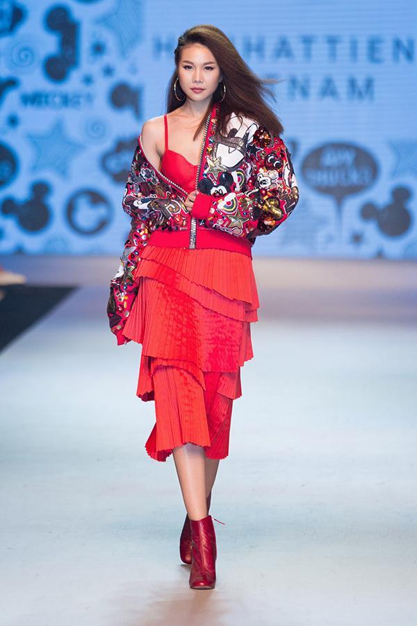 Cứ mỗi lần sánh đôi, Hồ Ngọc Hà - Kim Lý lại chiếm vị trí top sao mặc đẹp nhất tuần-8