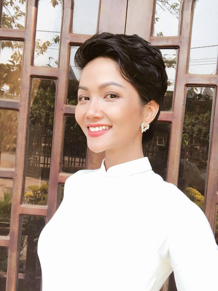 Đúng ngày 8/3, khán giả Indonesia đồng lòng chúc HHen Niê trở thành Miss Universe 2018-1
