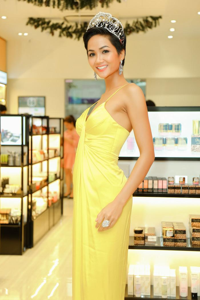 Đúng ngày 8/3, khán giả Indonesia đồng lòng chúc HHen Niê trở thành Miss Universe 2018-5