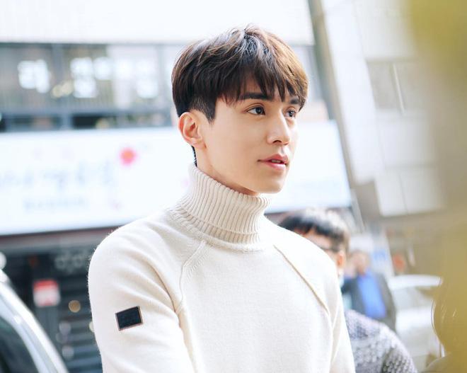 Ngắm nhan sắc và gu thời trang của Lee Dong Wook mới thấy Suzy đang hẹn hò với một... cực phẩm-6