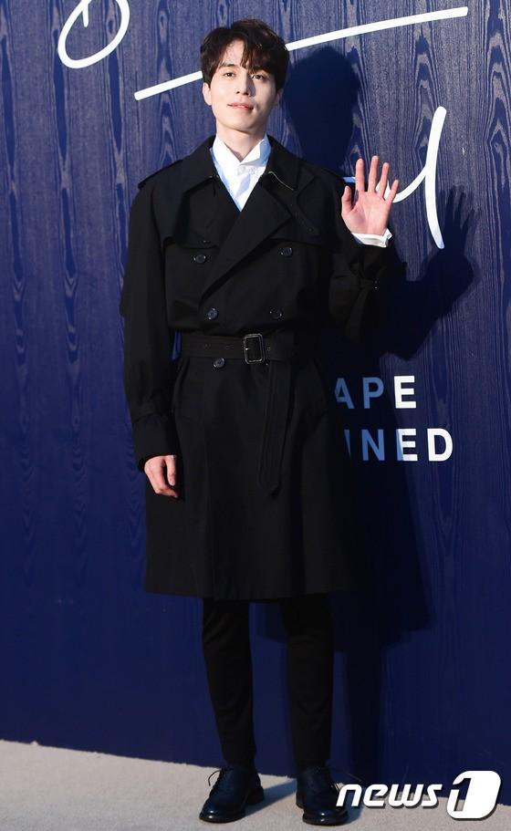 Ngắm nhan sắc và gu thời trang của Lee Dong Wook mới thấy Suzy đang hẹn hò với một... cực phẩm-11