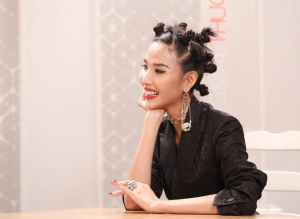 Loạt kiểu tóc 'hại đời', Hoàng Thùy, Hương Giang Idol chẳng bao giờ muốn nhìn lại-1