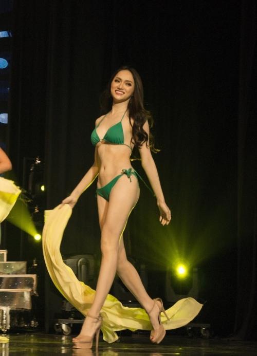 Hương Giang diện bikini nóng bỏng thế này bảo sao không giành vương miện Hoa hậu-1