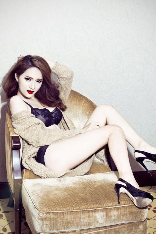 Hương Giang diện bikini nóng bỏng thế này bảo sao không giành vương miện Hoa hậu-11