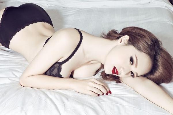 Hương Giang diện bikini nóng bỏng thế này bảo sao không giành vương miện Hoa hậu-12