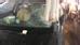 Tối 9/3 ở quận 1, TP HCM xảy ra vụ sập giàn giáo đè lên 2 ô tô, trong đó 1 chiếc xe Audi bị thanh sắt đâm xuyên kính vào buồng lái khiến giao thông ùn ứ nghiêm trọng. May mắn thay không có ai bị thương. Sau khi nhận được thông tin, cơ quan chức năng đã tới hiện trường, điều tra nguyên nhân vụ việc.
