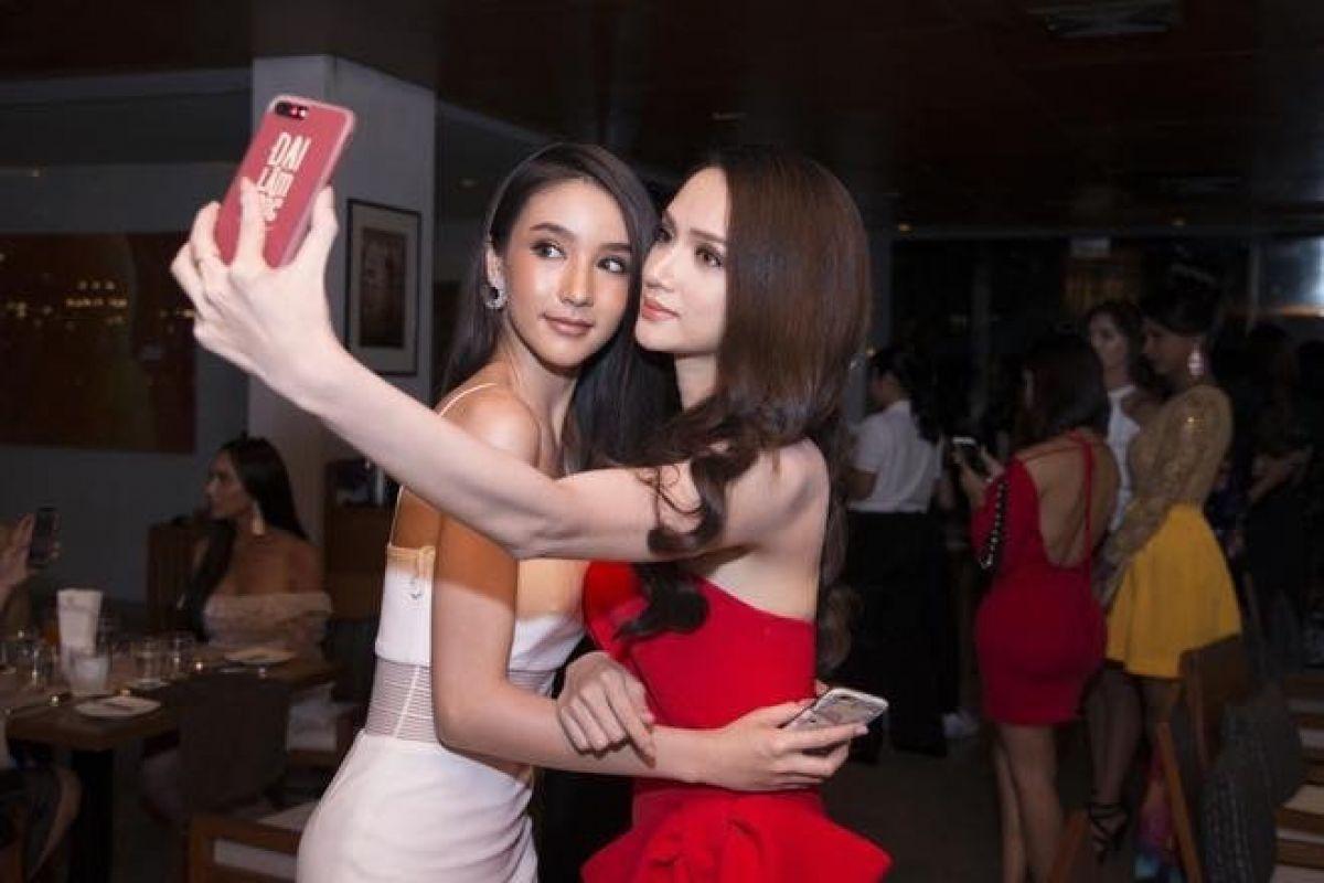 Á Hậu nước chủ nhà Thái Lan Yoshi Rinrada chúc mừng tân hoa hậu Hương Giang Idol-3