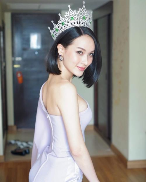 Thần sắc 'nóng bỏng' của cựu Hoa hậu chuyển giới vừa trao lại vương miện, Hương Giang nên học hỏi ngay và liền!-1
