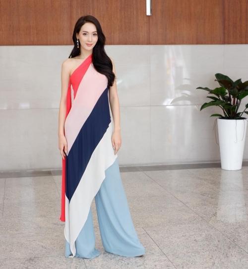 Thần sắc 'nóng bỏng' của cựu Hoa hậu chuyển giới vừa trao lại vương miện, Hương Giang nên học hỏi ngay và liền!-10
