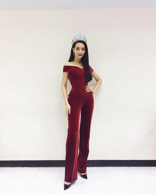 Thần sắc 'nóng bỏng' của cựu Hoa hậu chuyển giới vừa trao lại vương miện, Hương Giang nên học hỏi ngay và liền!-11