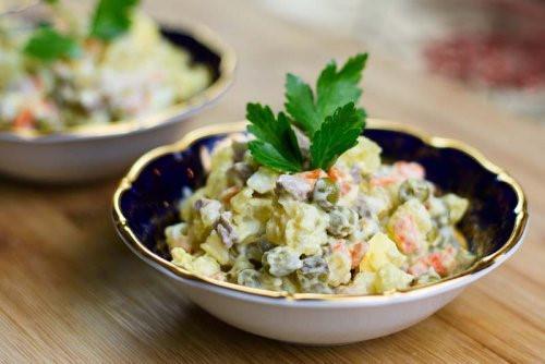 4 lý do bạn ăn salad nhưng vẫn béo-1