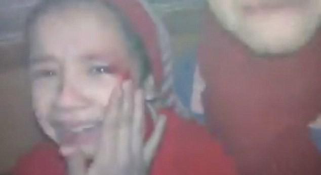 Hãy giúp chúng cháu, lời kêu gọi đầy ám ảnh của 2 bé gái ở nơi tàn khốc nhất thế giới-2