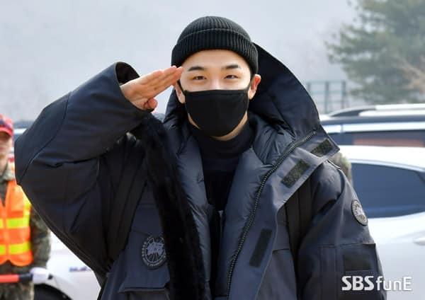 Big Bang Taeyang lên đường nhập ngũ, quỳ gối cảm ơn người hâm mộ-5