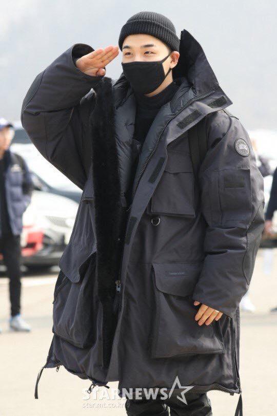 Big Bang Taeyang lên đường nhập ngũ, quỳ gối cảm ơn người hâm mộ-6