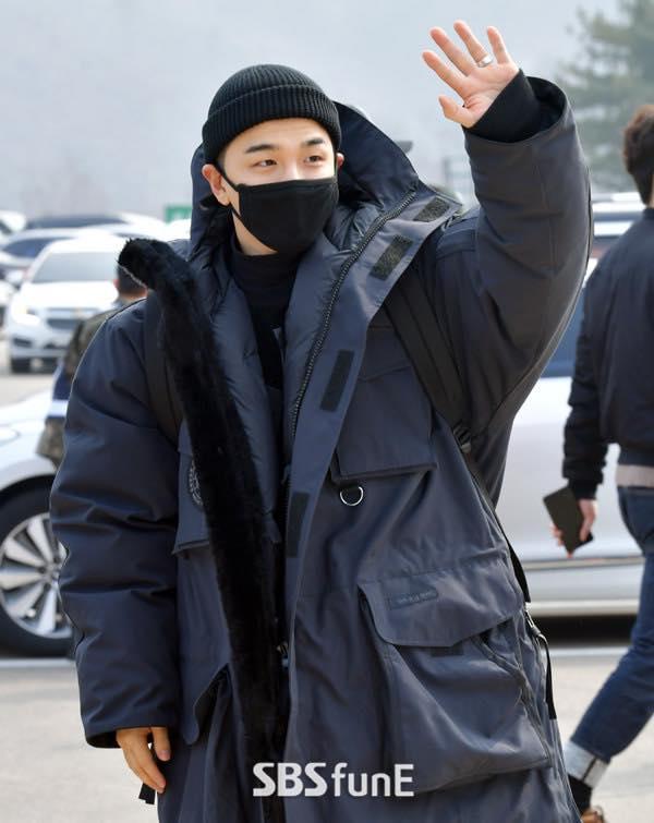 Big Bang Taeyang lên đường nhập ngũ, quỳ gối cảm ơn người hâm mộ-8
