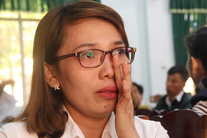 Hàng trăm giáo viên bị chấm dứt hợp đồng: Chạy tiền để được đi dạy?-1