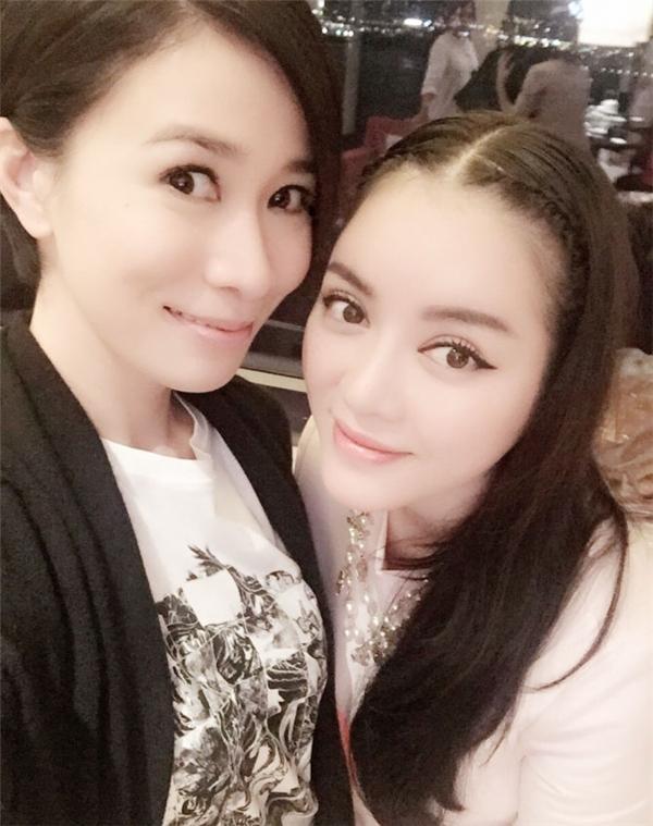 Hương Giang Idol mới có cuộc hẹn hò để chụp chung với 'chị đại' Lukkade .