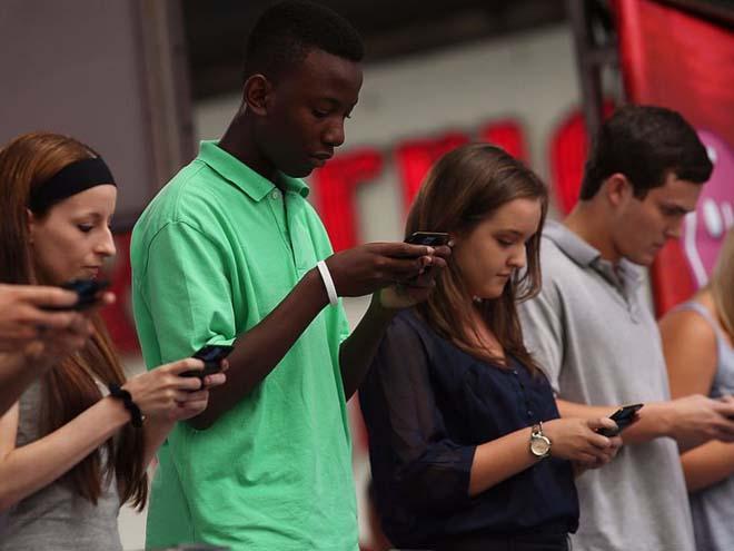 NÓNG: Khoa học chứng minh dùng nhiều smartphone khiến não lười hoạt động-3