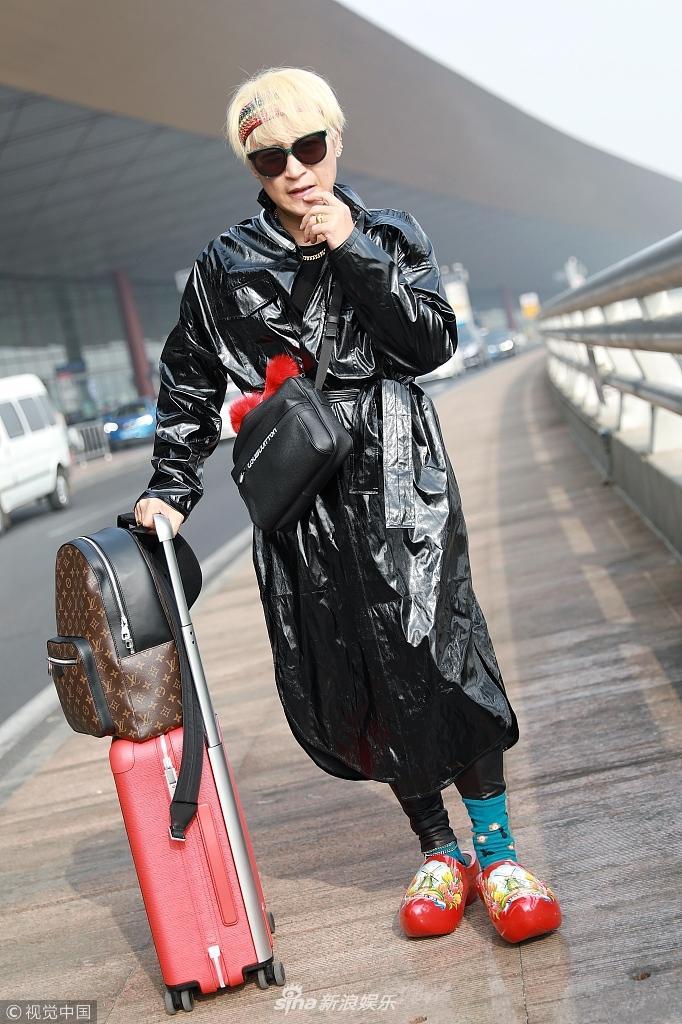 Style sân bay Đông Tây kim cổ lẫn lộn, ai đã làm Nhĩ Thái Trần Chí Bằng thành ra thế này?-1